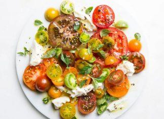 Salade de tomates, mozzarella et basilic