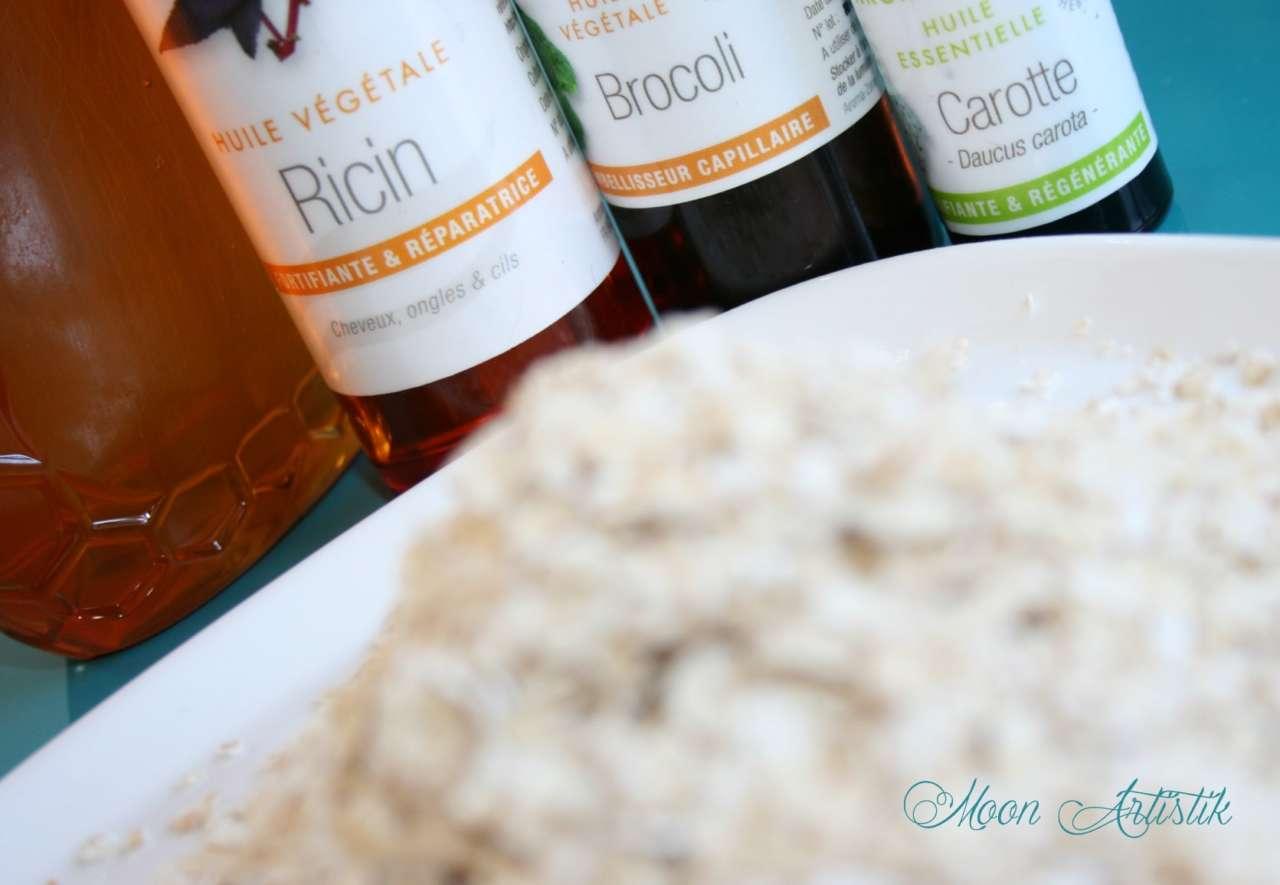 Le lait d'avoine, une routine capillaire d'excellence pour cheveux secs et cuir chevelu sensibilisé. Masque capillaire avoine aux huiles fortifiantes essentielles et végétales. Cheveux bouclés et frisés, soin gainant et lissant. Cosmétique maison home made green Fabriquer soi-même sa crème d'avoine, miel, huile essentielle de carotte, ricin, nigelle, protéines de soie, huile de brocoli Copyright Moon_Artistik
