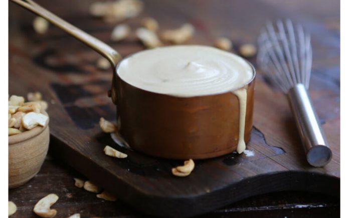Crème de noix de cajou, nature, aigre ou sucrée pour les glaçages