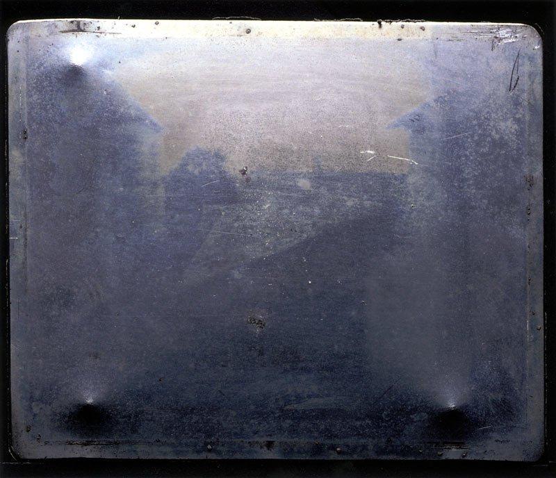 Joseph Nicéphore Niépce, «Vue de la fenêtre au Gras». C. 1826. Photo du musée J. Paul Getty.