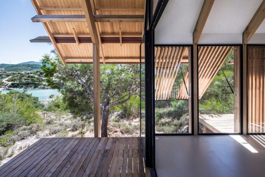 terrasse couverte de grande maison