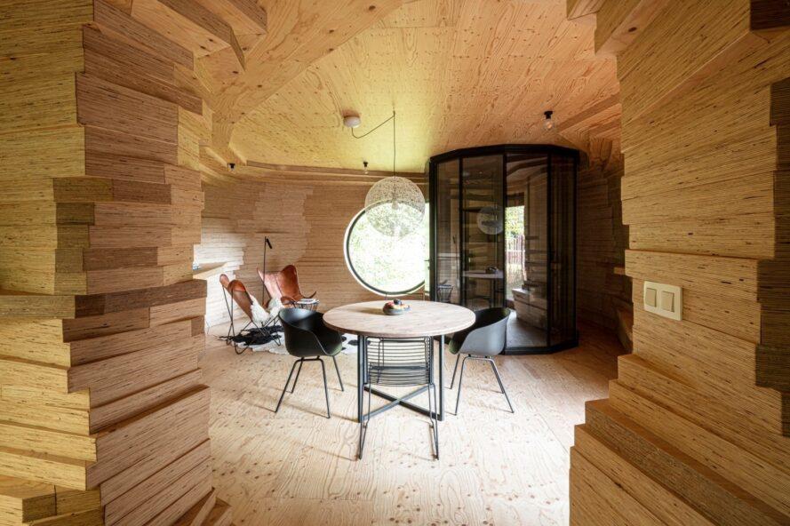 espace de vie compact avec ensemble dinette