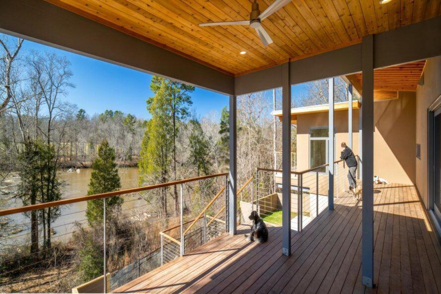 grand porche couvert en bois