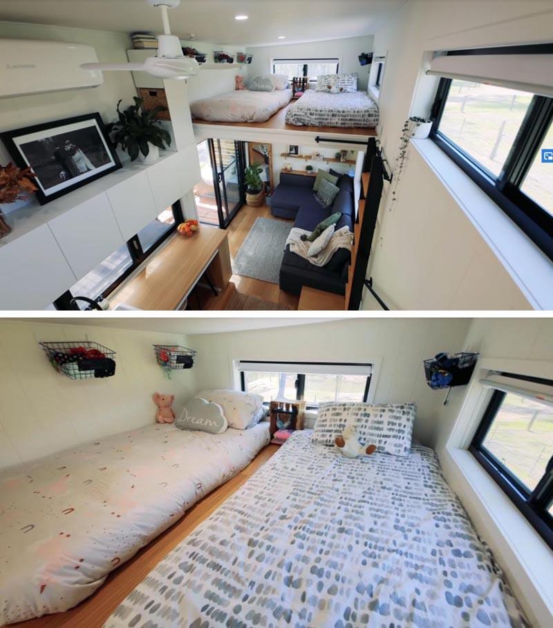 Cette petite maison moderne dispose d'une chambre en mezzanine pour les enfants, meublée de deux matelas et accessible par une échelle. #TinyHouseBedroom #LoftedBedroom #TInyHouseDesign #TinyHouse