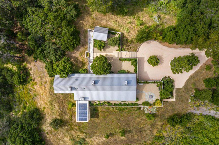 vue aérienne, de, long, pignon, maison, à, panneaux solaires