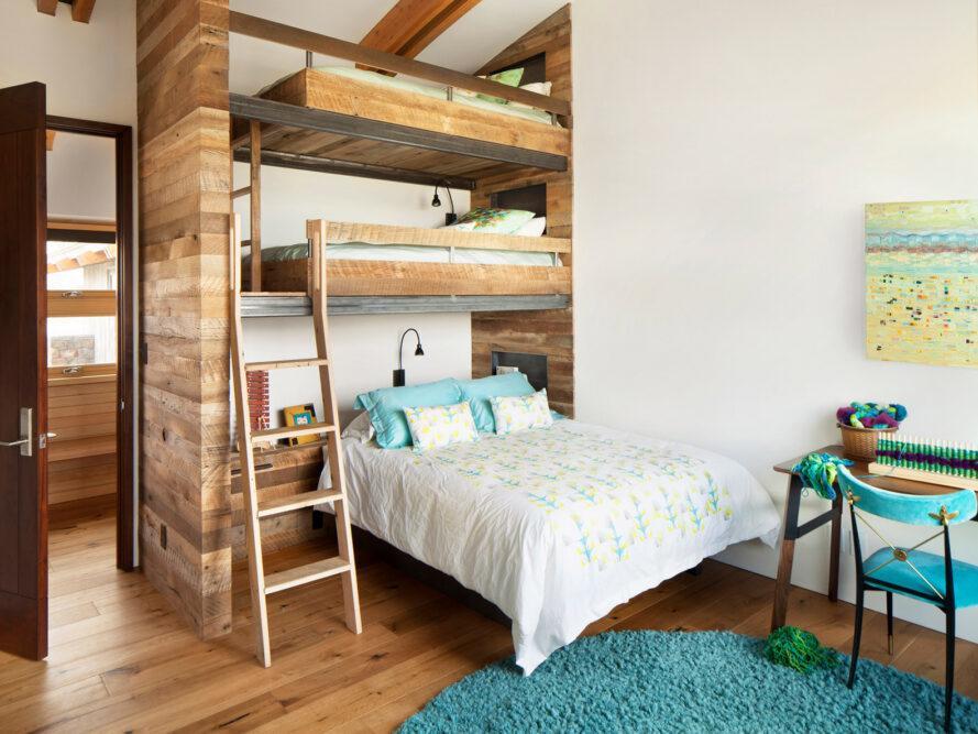 lits superposés à trois couches