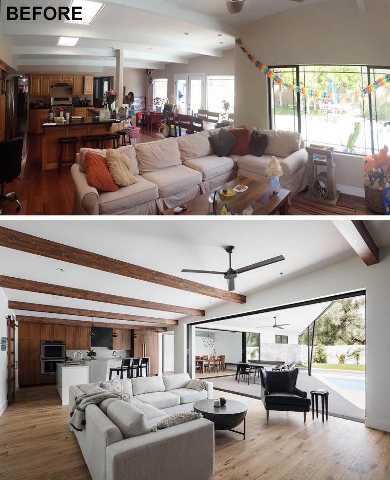 Un intérieur de maison moderne rénové du milieu du siècle a maintenant un plan d'étage ouvert.