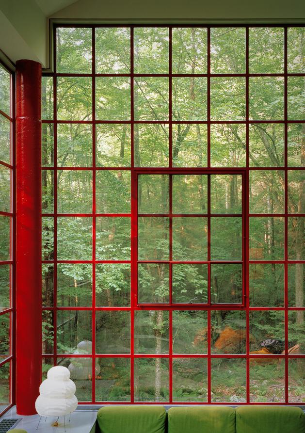 Évadez-vous dans les bois avec la maison forestière de Peter Bohlin
