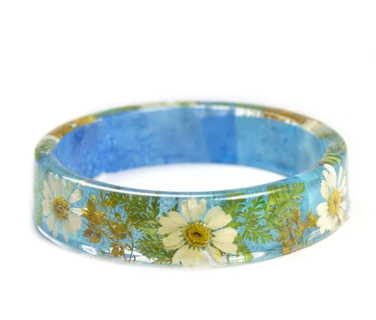 Bracelet en résine de fleurs séchées
