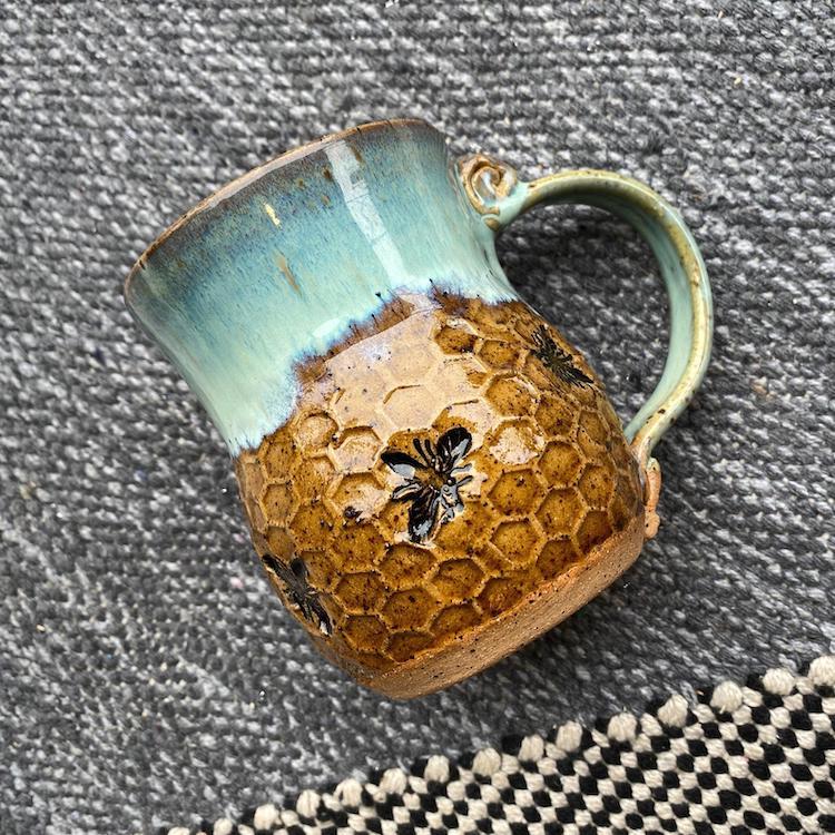 Poterie en céramique en nid d'abeille par Amy Gentry