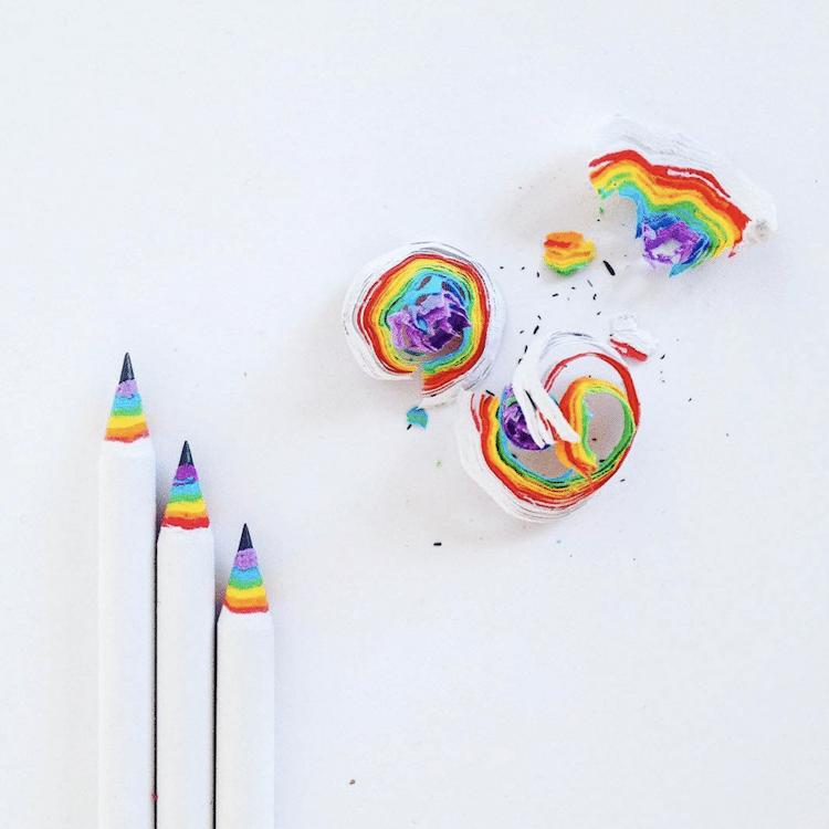 Crayons arc-en-ciel de cadeaux de la Saint-Patrick