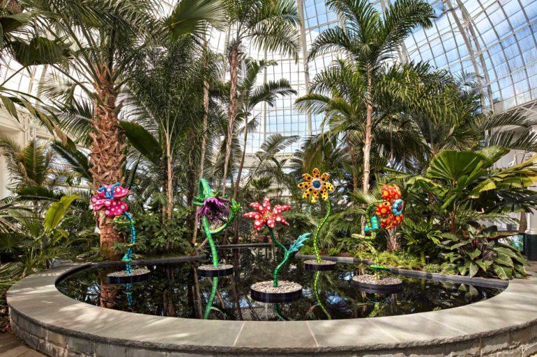 Installations extérieures `` Cosmic Nature '' de Yayoi Kusama au Jardin botanique de New York