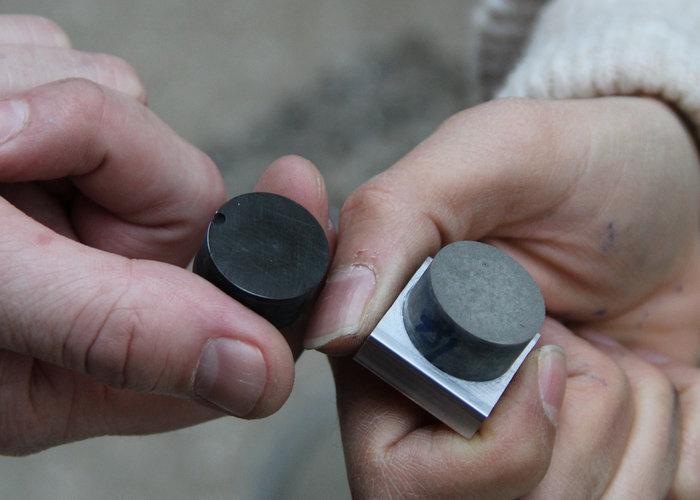 Ciment électrisant au noir de nanocarbone