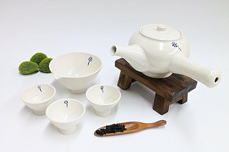 Ensemble bouilloire et tasses à thé