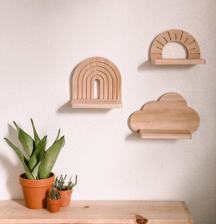 Étagères murales en bois en forme de nuages et d'arcs-en-ciel