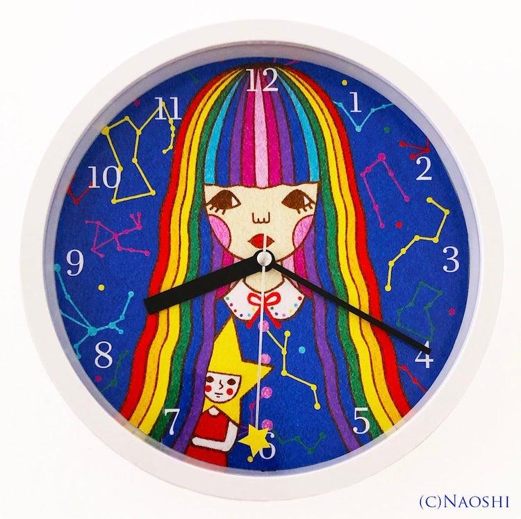 Illustration d'une fille en arrière-plan d'une horloge murale