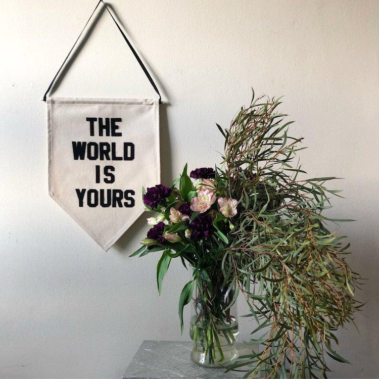 Le monde est à vous bannière
