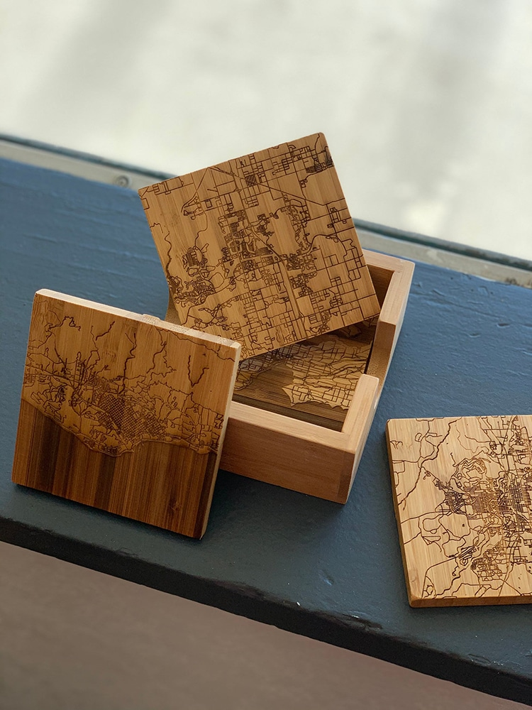 Dessous de carte en bois