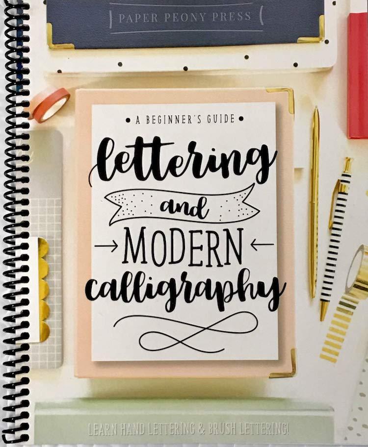 Cahier d'exercices de lettrage et de calligraphie