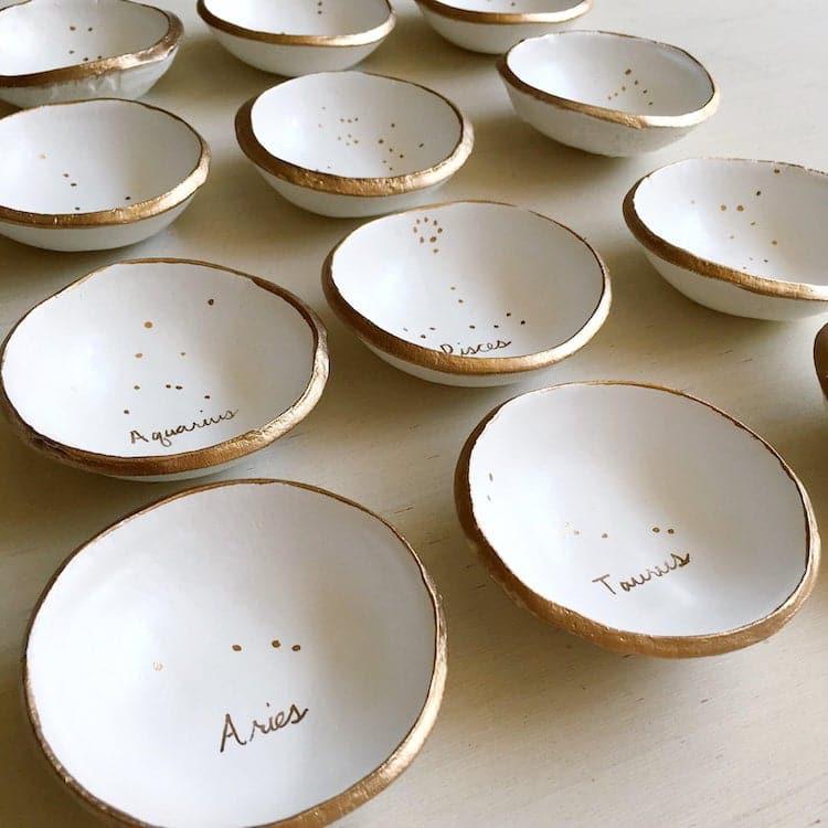 Plat à anneaux minimaliste