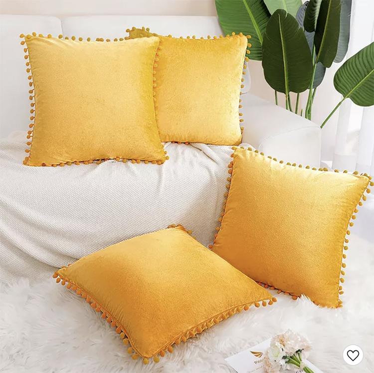 Taies d'oreiller 4 pièces en velours jaune à pompons