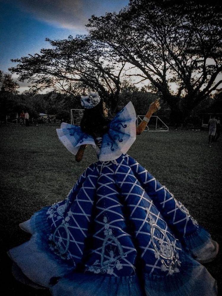 Brother Designs Robe de bal pour sœur par Maverick Francisco Oyao