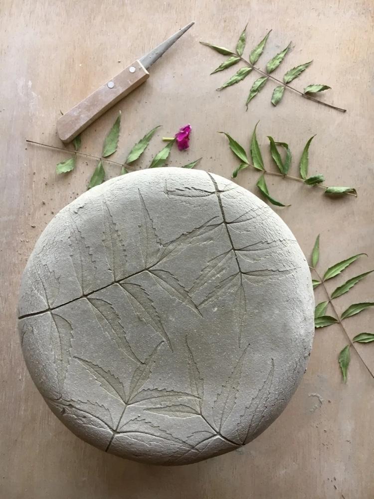 Vaisselle Botanique en Céramique par Hessa Al Ajmani