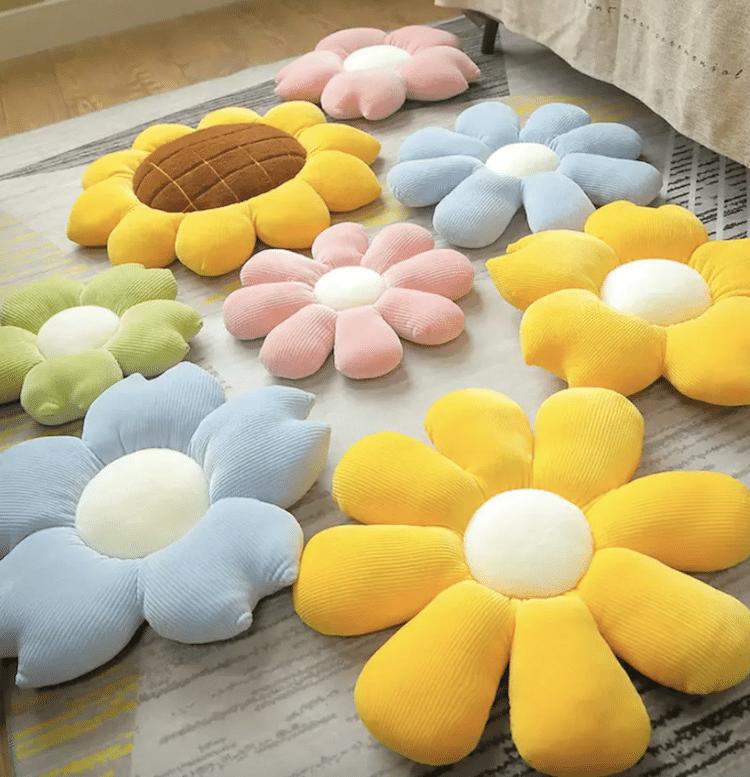 Coussin décoratif en peluche avec pétales de fleurs (plusieurs styles et tailles)