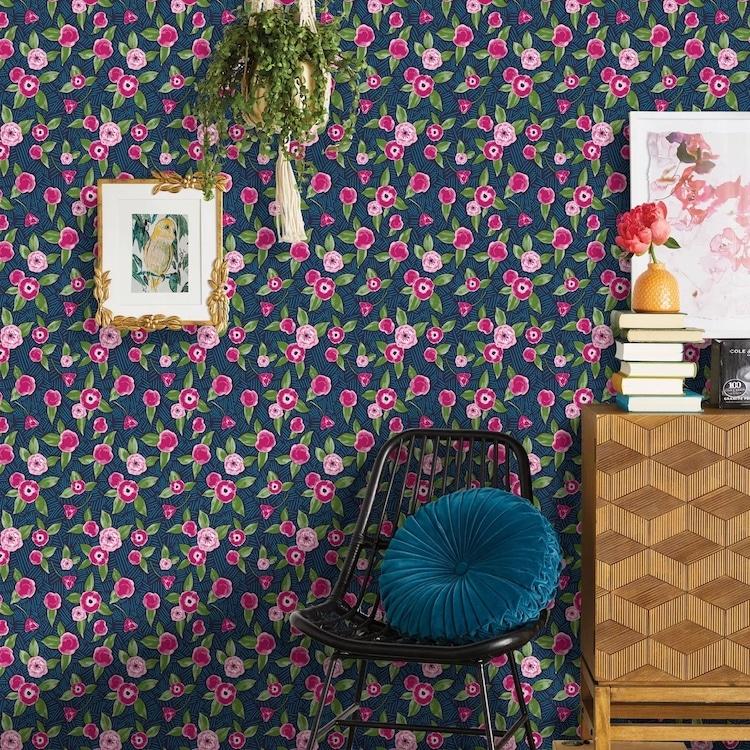 Papier peint à peler et coller à fleurs violet et rose
