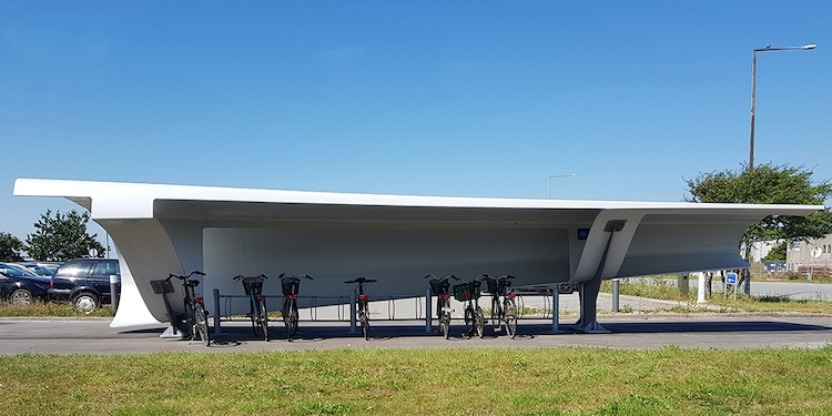 Réutiliser les pales d'éoliennes comme abris pour vélos